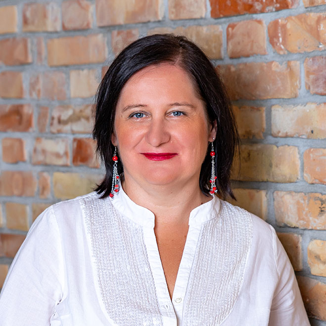 Angol nyelvi oktató, angol nyelvű gyerekfoglalkozások vezetője